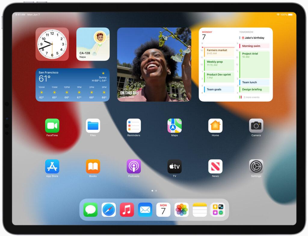 iPadOS 15 Home Screen with widgets